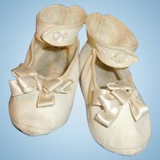 Antique White Cloth Center Strap Large Doll Shoes
