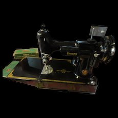 Singer Featherweight  model 221-1 sewing machine in case plus extra's