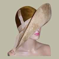 Large Picturesque Moss Green and Champagne-Colored Wool Felt Hat