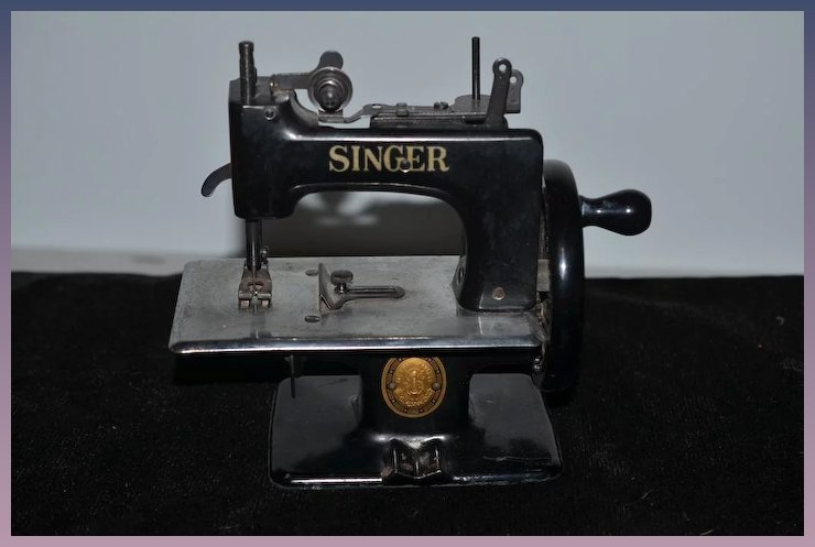 Old Doll Miniature Singer Sewing Machine Works Child Size Classy Miniature Singer Sewing Machine