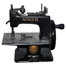 Old Doll Miniature Singer Sewing Machine Works! Child Size