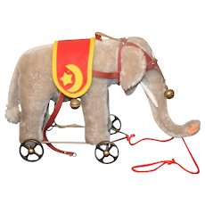 1986 Steiff The Golden Age of Circus Elephant On Wheels