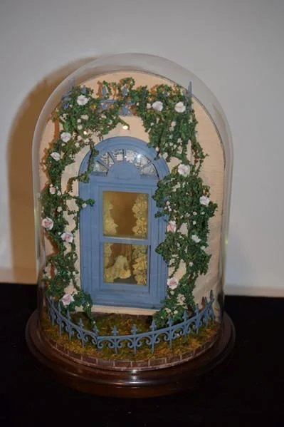 Miniature Children S Bedroom Room Box Diorama: Wonderful Diorama Room Box Glass Dome W/ Miniature Artist