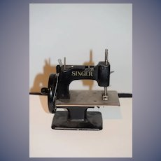 Old Singer Sewing Machine Working! Miniature Child's