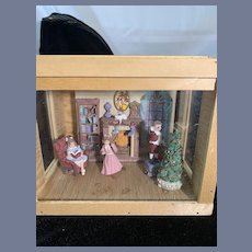 Vintage Diorama Wood Room Box W/ Maud Humphrey Dollhouse Miniature W/ Figurines Sweet Christmas
