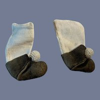 Sweet Old Doll Socks with Suede Shoes with Beaded Balls