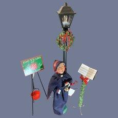 Byers Choice Huge Lot Salvation Army Caroler W/ Donation Pot & Street Lamp Lamp Post Wonderful Display
