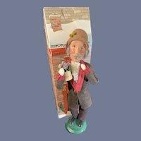 Wonderful Byers Choice Doll Figure Caroler W/ Christmas Plant