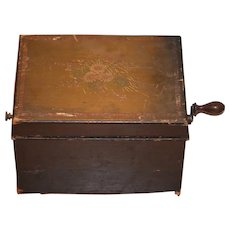 Antique Wood Tole Painted Hand Crank Music Box Schutz Marke Allen Staaten Brevete Wonderful Symphonian
