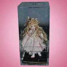 Wonderful Vintage Ethel Hicks Angel Children Miniature Doll in Original Case Goldilocks Signed Dollhouse