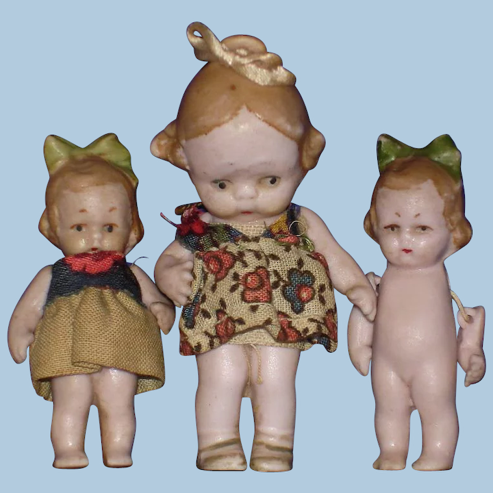 antique by Hertwig /& Co. molded clothing Hertwig Dollhouse dolls three bisque  doll bodyie Thuringia Germany