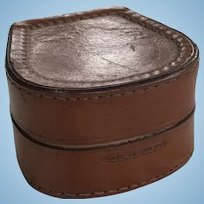 Leather hat box for poupee