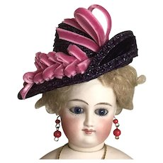 "Purple straw asymmetrical hat for 12"" French poupee"