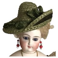 "Moss green asymmetrical hat for 11""-13"" poupee"