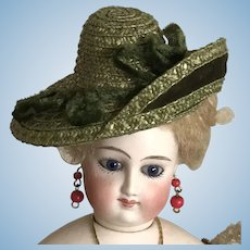"Moss green asymmetrical hat for 11""-13"" poupee"