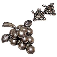 Mexican Taxco Pre-Eagle 925 Sterling Silver Grape Brooch Pin and Screw Back Earrings Set