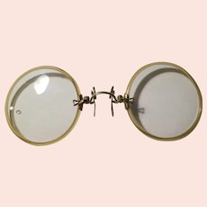 Vintage pair of pinch on clip eye glasses with case 1920-30