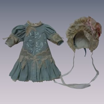 Romantic french bebe Dress w/ Petticoat and Hat for antique cabinet sized doll