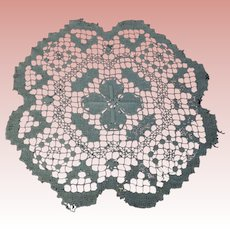 "Antique Hand Made Filet Lace Doily 10"" diameter"
