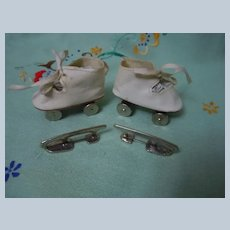 Vintage Dolly's Roller Skates original box w/ Knit doll booties orig Label