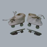 Vintage Dolly's Roller Skates original box w/ Knit doll booties orig Label