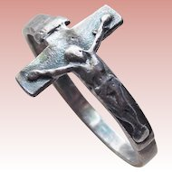 Vintage Sterling Crucifix Ring - Jesus Christ on the Cross - Size 6