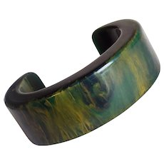 Gorgeous BAKELITE End of Day Green Amber Vintage Bracelet - Chunky Cuff