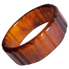 Gorgeous CARVED BAKELITE Cherry Cola Rootbeer Vintage Bangle Bracelet - Prystal Chunky
