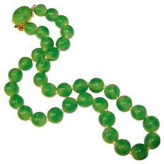 Gorgeous TRIFARI Jade Colored Glass Bead Vintage Necklace