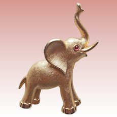 Little TRIFARI ELEPHANT Signed Vintage Brooch