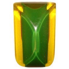 Fabulous BAKELITE Vintage Apple Juice & Green Prystal Dress Clip Brooch