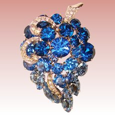 Gorgeous Ombre BLUE RHINESTONE Vintage Pin Brooch