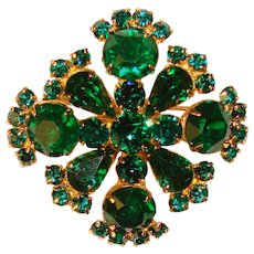 Fabulous EMERALD GREEN Colored Rhinestone Vintage Brooch