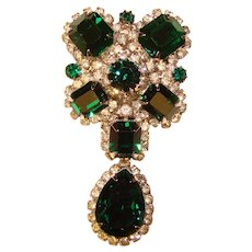Fabulous KRAMER Signed Emerald Green Colored Rhinestones Vintage Dangle Design Brooch