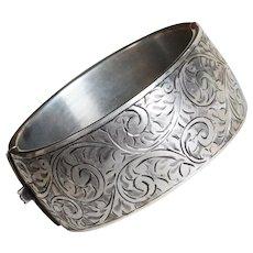 Fabulous STERLING Wide Engraved Design Vintage Hinged Bangle Bracelet - Hallmarked Birmingham England