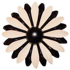 Awesome 1960s Black & White Enamel Flower Power Vintage Brooch