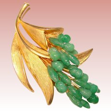 Gorgeous GREEN GLASS Vintage Brooch