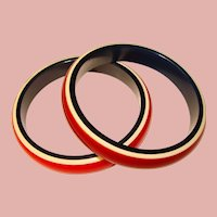 Awesome LAMINATED LUCITE Plastic Vintage Patriotic Colors Bangles