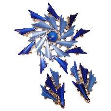 Fabulous BLUE THERMOSET Plastic Stones Vintage Brooch Set