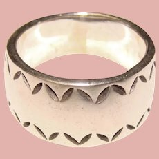 Wonderful STERLING Patterned Edge Band Ring