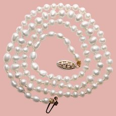 Sweet & Dainty 14K Gold Clasp Cultured Tiny Pearls Vintage Necklace - Off Round Oval Pearls