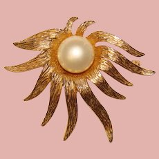 Gorgeous TARA Signed Faux Pearl Vintage Brooch
