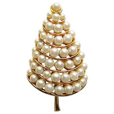 Gorgeous COROCRAFT Faux Pearl Christmas Tree Brooch