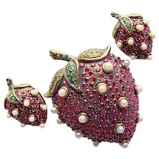 Fabulous HEIDI DAUS Strawberry Strawberries Rhinestone Brooch Set