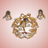 Gorgeous CATHE Signed Vintage CHRISTMAS BELLS Pin Brooch Set