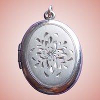 Gorgeous SIGNED STERLING Engraved Flower Vintage Locket