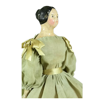 """Milliners' Model, Center Part w/ Molded Bun, 10"""" tall"""