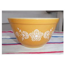 Pyrex Butterfly Gold Pattern Beaded Edge Mixing Bowl 401