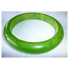 Green with Yellow Swirl Marbled Bakelite Bangle Bracelet