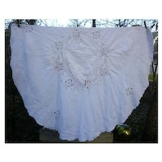 Embroidered Openwork Flowers Round Linen Tablecloth and Napkins